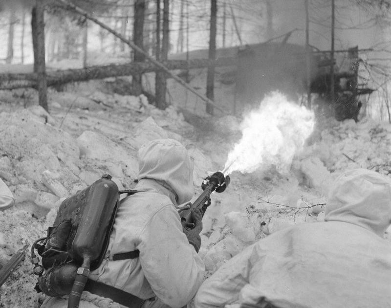 В огнемётные роты Красной Армии отбирались наиболее смелые, обстрелянные бойцы.
