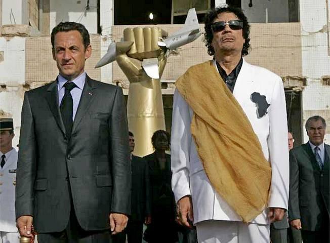 Николя Саркози и Муамар Каддафи