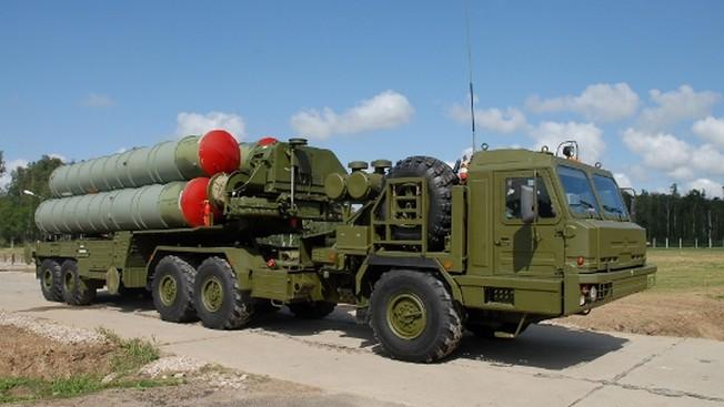 Ожидается, что первая партия систем ПВО С-400 «Триумф» будет поставлена Индии до конца 2021 года.
