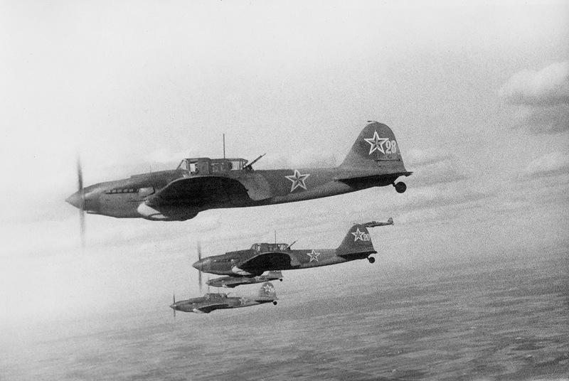 Звено Ил-2 на штурмовке