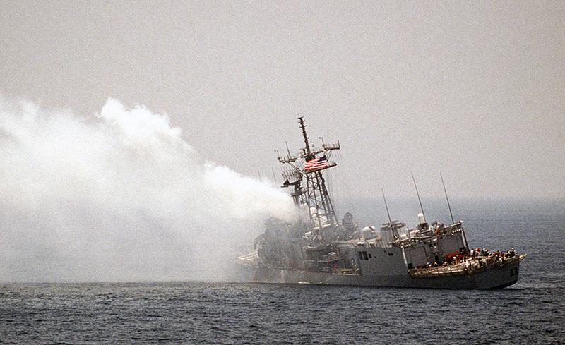 Американский фрегат УРО «Старк» после атаки
