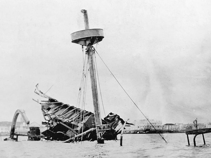 Затопленный броненосец «Мэн» на рейде Гаваны