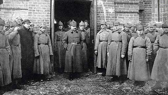 С.С. Каменев с командирами Красной Армии.
