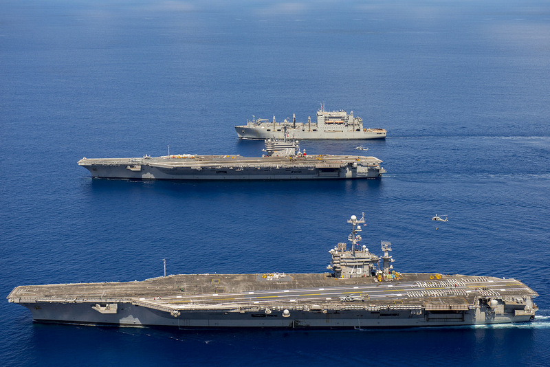 Группа кораблей ВМФ США во главе с авианосцем «Гарри Трумэном»