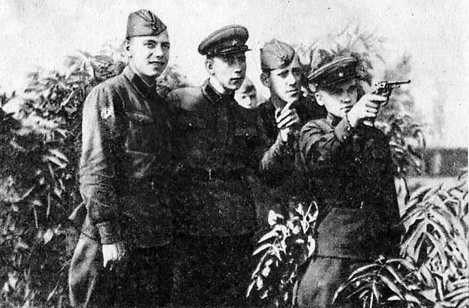 Наган - личное оружие офицеров Красной Армии