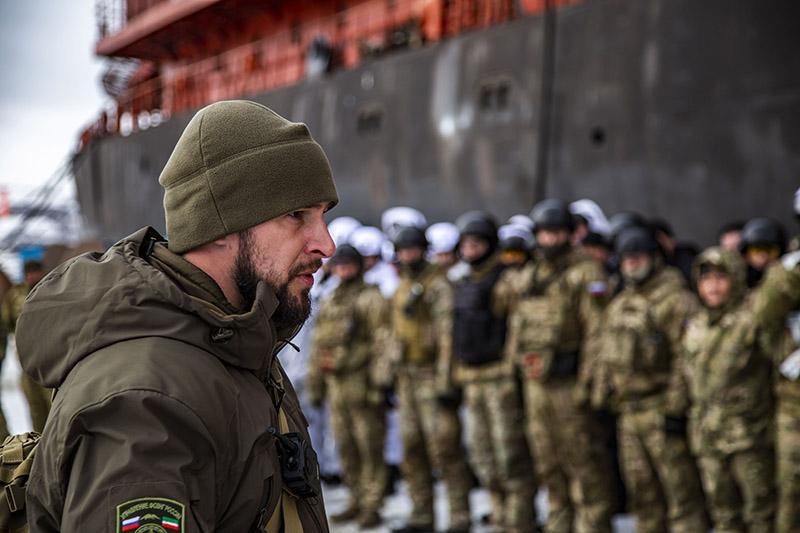 Даниил Мартынов со сводной группой во время «освобождения» атомного ледокола.