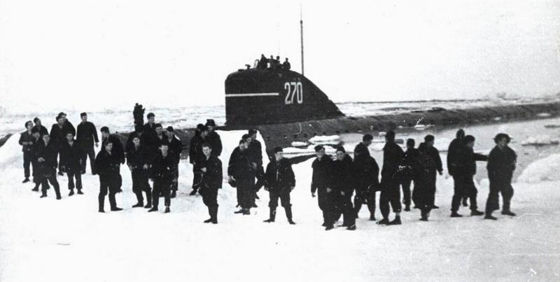 АПЛ «Ленинский комсомол» на Северном полюсе.