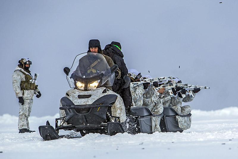 Бойцы«Летучего отряда» на учениях в Арктике. За рулем - Даниил Мартынов.