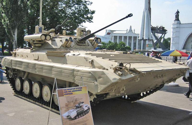 БМП-2М на выставке нового вооружения на ВДНХ.