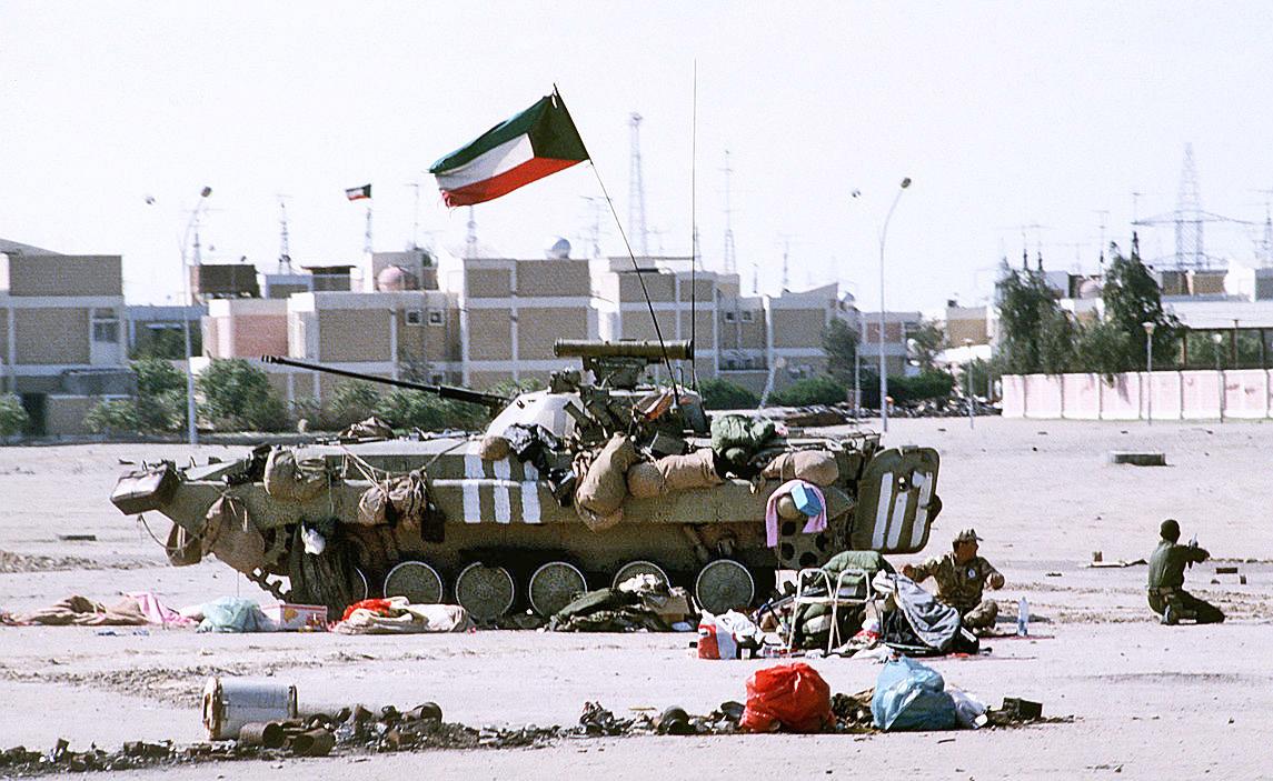 БМП-2 кувейтской армии во время боя.