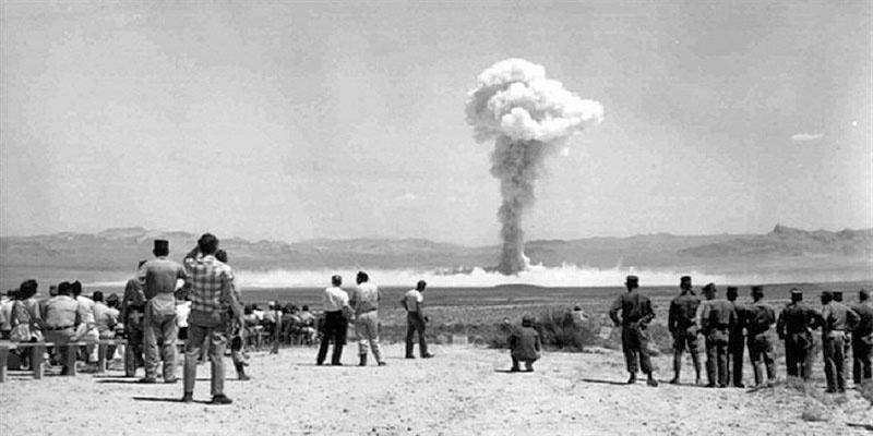 Ядерные военные программы Израиля и Франции начинались практически одновременно. Французские ядерные испытания в Сахаре.