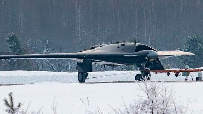 В Минпромторге анонсировали начало полетов ударного беспилотника «Охотник»