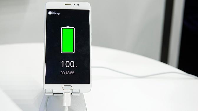 Названа причина, по которой не стоит заряжать смартфон на 100%