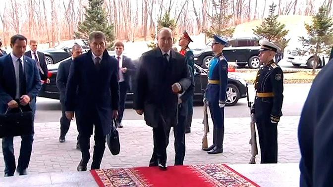 Исторический момент: во Владивостоке стартует встреча Путина и Ким Чен Ына
