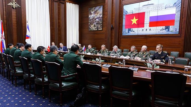 Начальник Генштаба ВС РФ встретился с делегациями четырех государств на MCIS-2019
