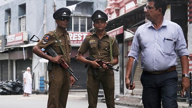 Три человека со взрывчаткой задержаны рядом с железнодорожной станцией на Шри-Ланке