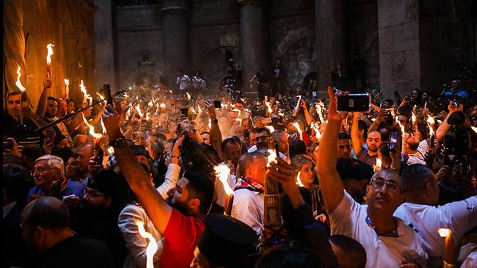 Не допущенные в храм Гроба Господня церковники ПЦУ обманом попали внутрь