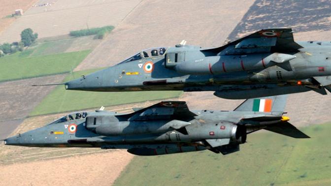Истребители ВВС Индии перехватили украинский самолет