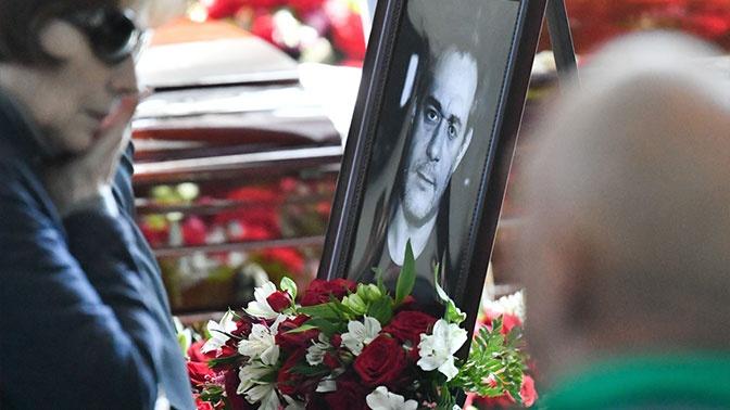 Прах Сергея Доренко похоронили на Троекуровском кладбище
