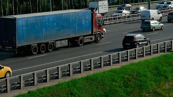 Движение грузовиков по трассам России в дневное время будет ограничено