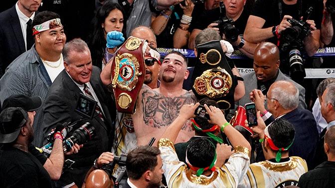 Мексиканский боксер Руис нокаутировал Джошуа и отобрал у него все титулы