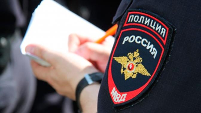 Задержанная в московском МФЦ женщина укусила полицейского