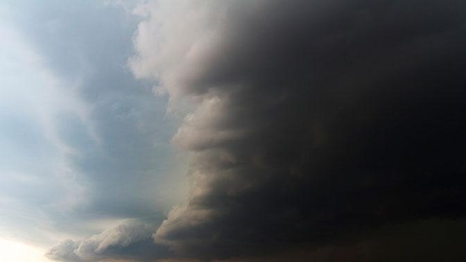 Жителей Красноярска предупредили об ураганном ветре с грозой и градом