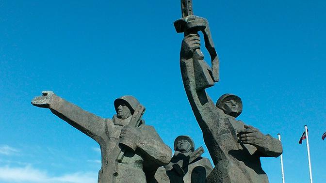 Мэр Риги назвал «дикарями» желающих снести памятник Освободителям