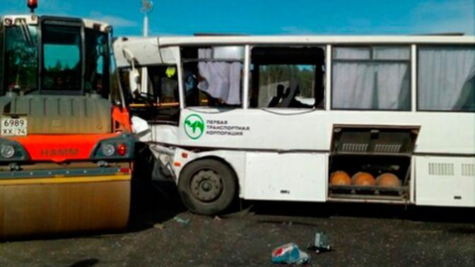 Пассажирский автобус столкнулся с бензовозом под Златоустом