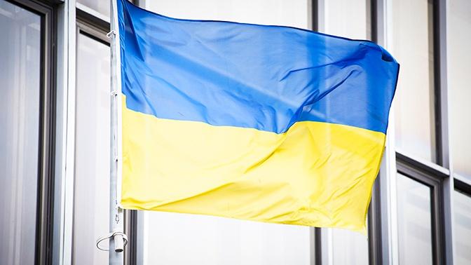 Украинских туристов выселили из отеля в Греции за вывешенные флаги