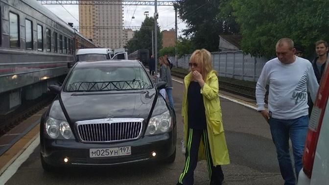 В окружении Пугачевой рассказали подробности поездки на лимузине по перрону Рижского вокзала