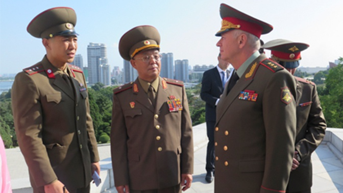 В Пхеньяне дали прием в честь делегации Минобороны России