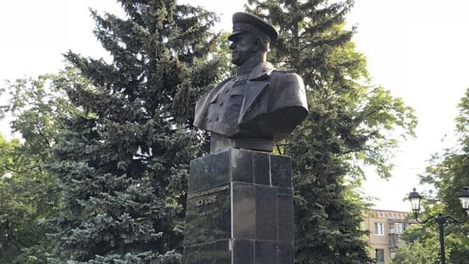 Памятник Жукову вернули на место в Харькове