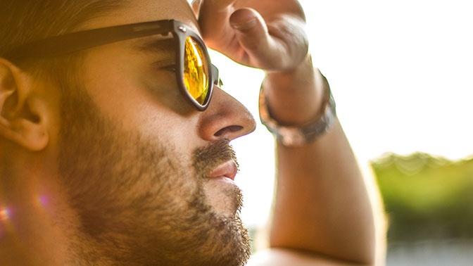 Врачи предупредили об опасности ношения дешевых солнцезащитных очков
