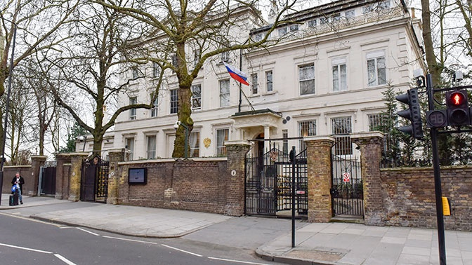 В посольстве России заявили о дискриминации RT и Sputnik в Британии