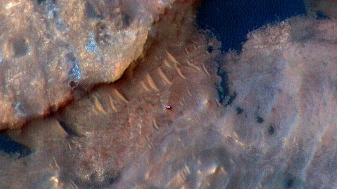 Марсоход Curiosity сфотографировали с орбиты планеты