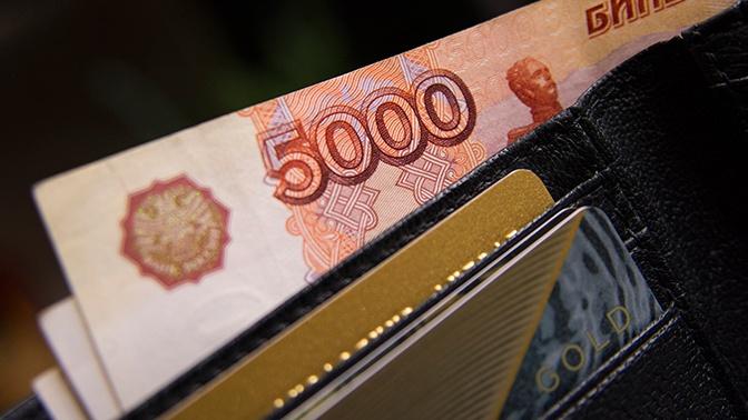 «Индекс бигмака» назвал справедливый курс рубля к доллару