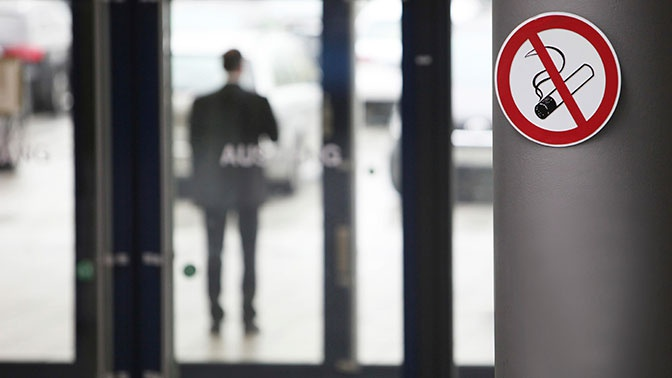 В Госдуме одобрили возвращение курилок в аэропорты