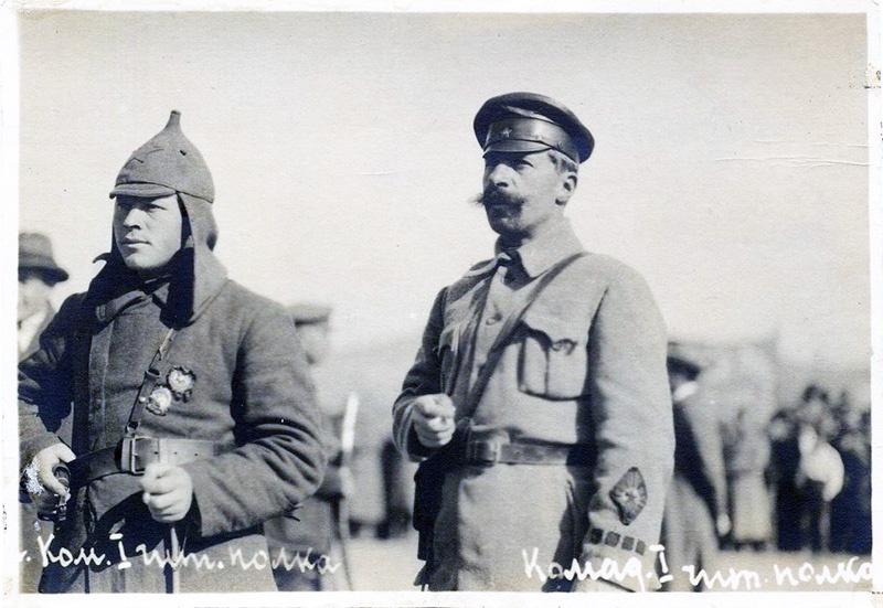 В РККА комиссар был всегда рядом с командиром.