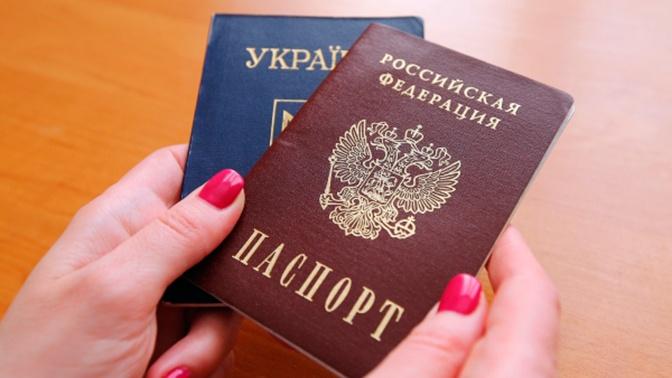 В Кремле отреагировали на идею Киева упростить выдачу паспортов этническим украинцам