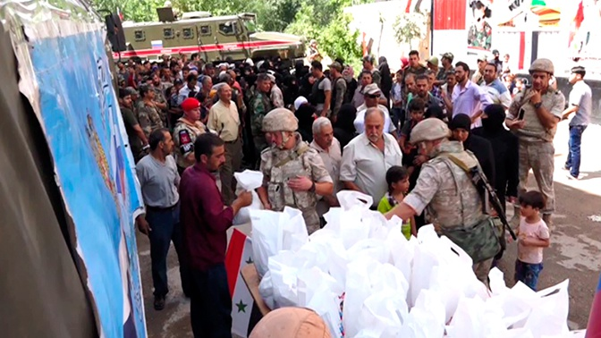 Российские военные раздали гумпомощь в провинции Дамаск