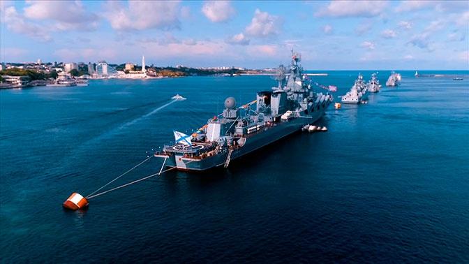 Праздничные залпы и «морской бой»: как Россия празднует День ВМФ