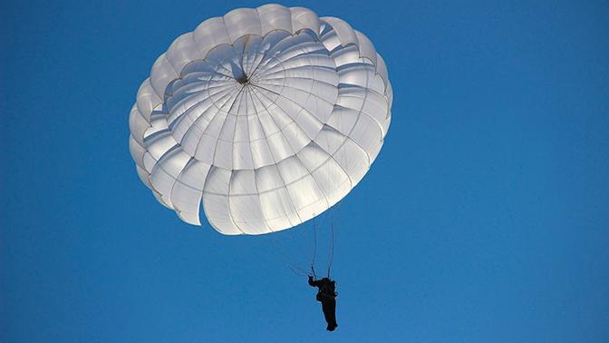 Разработчик: парашют Д-10 не допустит столкновения десантников