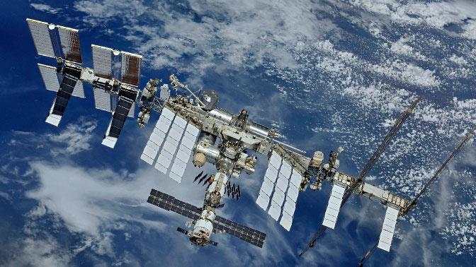 В Роскосмосе назвали зарплаты космонавтов