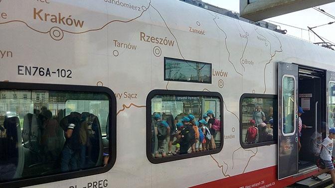 «Присвоили» Львов и Луцк: украинцы возмущены картой на поезде в Польше