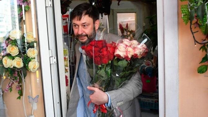 Супруге, маме и Москальковой: Вышинский купил в Москве три букета роз