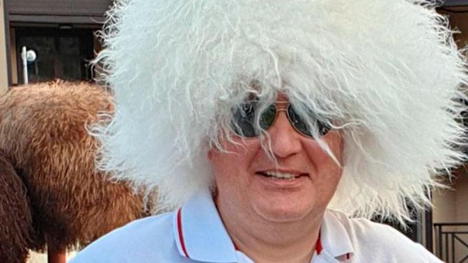 Рогозин надел папаху и поздравил Нурмагомедова с победой