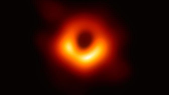 Ученые анонсировали первое в истории видео с черной дырой