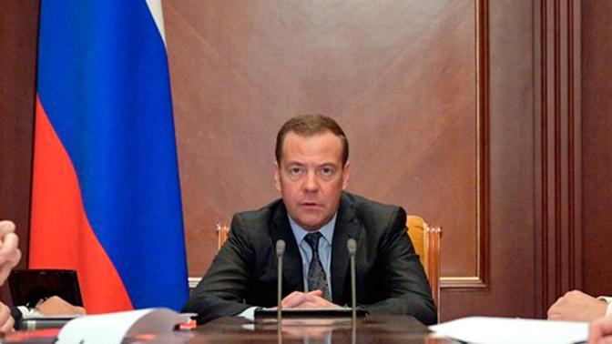 Медведев поручил отменить нормативные советские акты