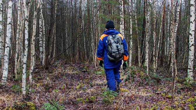Пропавший два дня назад в кировском лесу охотник умер на руках у волонтеров